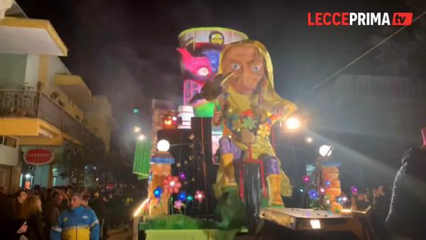 Video | Aradeo, la magia della sfilata di carnevale per l'edizione numero 32