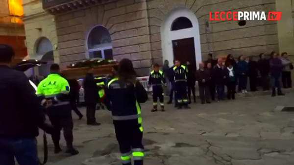 Video | A sirene spiegate per l'ultimo saluto alle vittime del tragico incidente