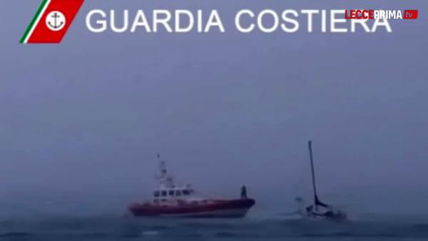 Video | Il meteo cambia all'improvviso, in decine in difficoltà in mezzo al mare