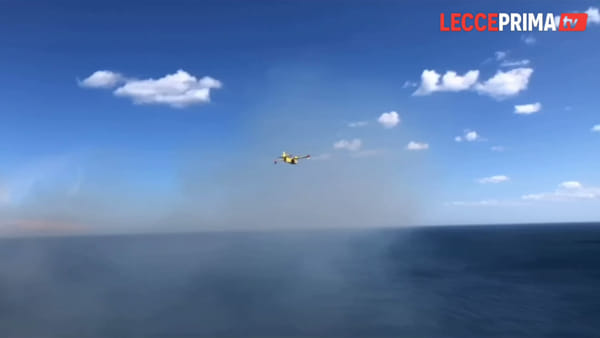 Video| Pomeriggio di fuoco sulla costa da Santa Cesarea a Gallipoli