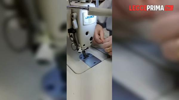 Vide | Operaie cuciono in tempi record mascherine igienizzabili
