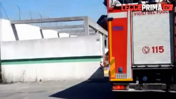 Video | Incendio nel deposito Monteco, in fiamme tre mezzi e pattumelle