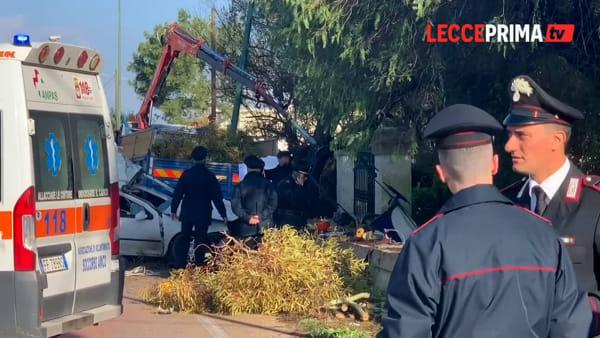 Video | L'automobile si schianta. Muoiono conducente e tre operai al lavoro