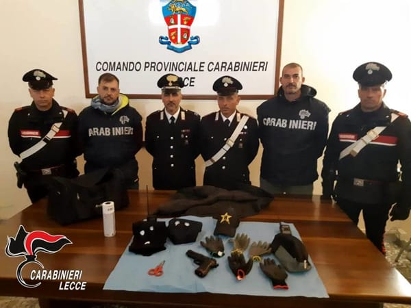 FOTO MATERIALE SEQUESTRATO AI RAPINATORI DI CANNOLE 1-2